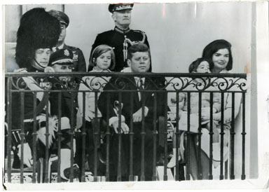 NEWS PHOTO: JOHN F KENNEDY & FAMILY AT WHITE HOUSE 1963