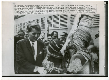 NEWS PHOTO: SEN BOBBY KENNEDY MEETS KIKUYU DANCERS 1966