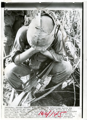 NEWS PHOTO: VIET NAM - INFANTRYMAN FRIENDLY FIRE 1966