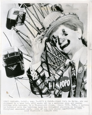 NEWS PHOTO: POPO THE CLOWN - FAIRYLAND PARK (1976)