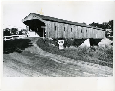 NEWS PHOTO: LAST COVERED BRIDGE IN ONTARIO (1958)