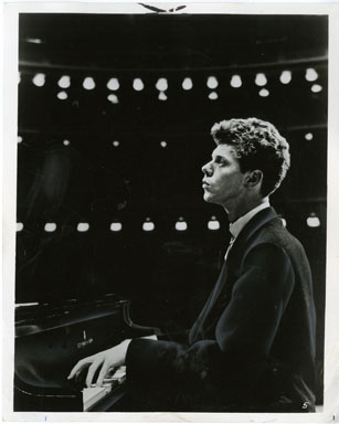 NEWS PHOTO: PIANIST VAN CLIBURN PERFORMS (1963)