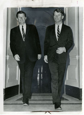 NEWS PHOTO: SENATORS ROBERT & TEDDY KENNEDY (1965)