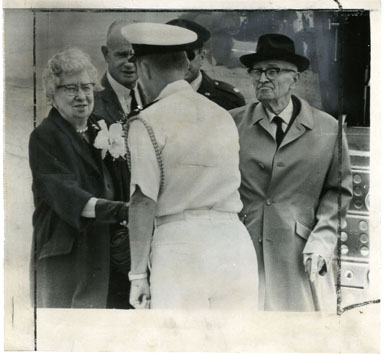 NEWS PHOTO: MR. & MRS. HARRY TRUMAN WITH LT. JACK LOVELL (1968)