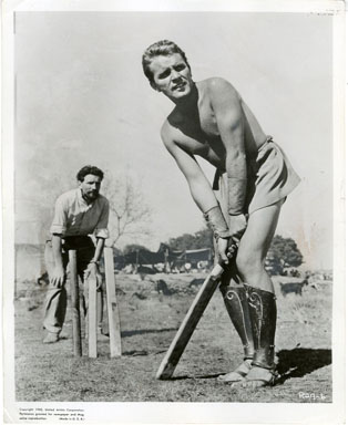 NEWS PHOTO: RICHARD BURTON PLAYS CRICKET BETWEEN TAKES/ ALEXANDER THE GREAT 1955