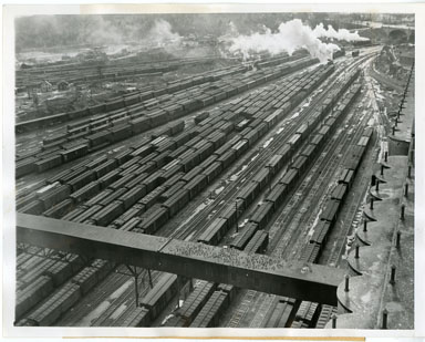 NEWS PHOTO: CANADIAN RAILROAD PORT / SHIPMENTS TO THE ALLIES (1944)