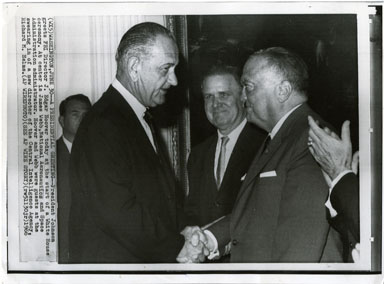 NEWS PHOTO: LYNDON B. JOHNSON / HERBERT HOOVER / NASA