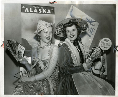 NEWS PHOTO: RECREATION UNLIMITED CAR SHOW BEAUTIES 1954