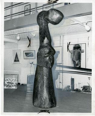 NEWS PHOTO: ARTHUR WENK WOOD SCULPTURE (1969) DETROIT