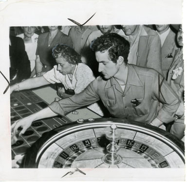 NEWS PHOTO: GAMBLING: ALBERT HIBBS/ROULETTE TABLE 1948