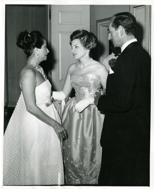 NEWS PHOTO: MERLE OBERON / CHARLOTTE FORD / JACQUES FRANK 1961