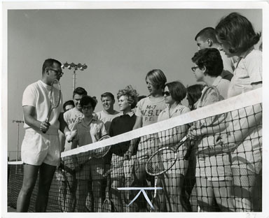 NEWS PHOTO: WAYNE STATE UNIVERSITY TENNIS CLASS (1968)
