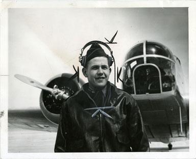 NEWS PHOTO: WWII BOMBADIER JACK H. GOWAN (1942)