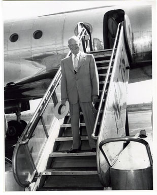 NEWS: PRESIDENT DWIGHT D. EISENHOWER - VINT PHOTO 1953