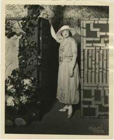 NONA CAMPBELL photo by FORD E. SAMUELS - SOPRANO 1920s